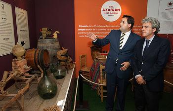 Leandro Esteban visita la caseta Diputacion Provincial de Albacete en el Ferial. Foto: JCCM.