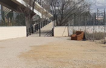 """Pedro Soriano denuncia el """"lamentable"""" estado del acceso al puente que lleva al Cementerio"""