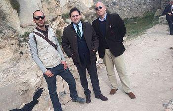 El presidente de la Diputación, Francisco Núñez, visita las excavaciones arqueológicas que se realizan en el patio de armas del Castillo de Almansa