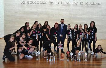 El Gobierno regional felicita a la asociación 'Danza Bedance' por los éxitos obtenidos animando a promocionar este deporte.
