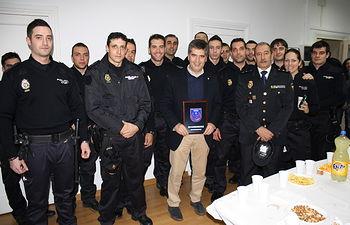 El director general acompañó anoche al inicio de su turno a los agentes de la Comisaría de Distrito Centro de Madrid que han trabajado durante la Nochevieja. Foto: Ministerio del Interior