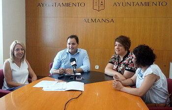 Núñez firma un contrato con una nueva empresa para instalarse en el Vivero de Empresas.