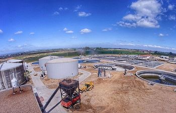 El Ministerio de Agricultura, Alimentación y Medio Ambiente pone en funcionamiento las obras de la Estación Depuradora de Badajoz. Foto: Ministerio de Agricultura, Alimentación y Medio Ambiente