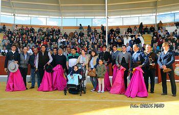 Foto de los actuantes con  Diego Ocaña.