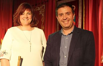 Noelia Garrigós, nueva alcaldesa de Balazote, junto a Santiago Cabañero, presidente de la Diputación de Albacete.