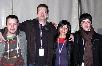 La directora del Instituto de la Juventud, Isabel Rodríguez, junto a los ganadores del Certamen de Jóvenes Artistas 2008 en la modalidad Pop-Rock, el grupo conquense 'Replay', celebrado en Toledo.