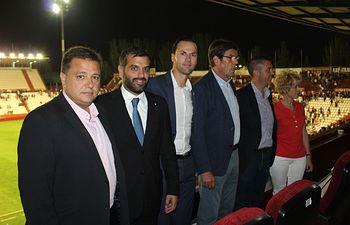 El alcalde de Albacete asistió al primer partido de la temporada del Albacete Balompié en el Carlos Belmonte