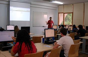 El primer grupo de alumnos en participar en el curso ha sido del IES Maestro Juan de Ávila.