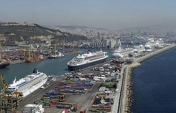 Imagen del puerto de Barcelona. Los puertos son algunas de las infraestructuras evaluadas por los profesionales del medio ambiente.