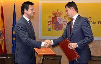 José Manuel Soria y Alexander Novak. Foto: Ministerio.