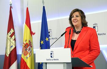 La consejera de Economía, Empresas y Empleo, Patricia Franco, informa en rueda de prensa sobre los acuerdos del Consejo de Gobierno relacionados con su departamento, en el Palacio de Fuensalida. (Foto: Álvaro Ruiz // JCCM)