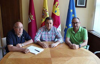 Manuel Serrano ha mantenido una reunión de trabajo con José Luis Abiétar, presidente de la Fundación para el Desarrollo de la Cuchillería (FUDECU)