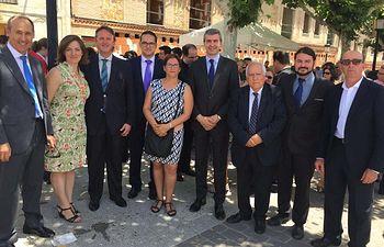 Álvaro Gutiérrez junto al alcalde de Arcicóllar y de otras localidades en las fiestas patronales