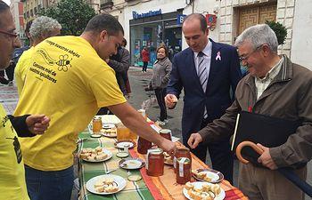 El delegado de la Junta muestra el apoyo del Gobierno regional a COAG en la jornada organizada para dar a conocer las diferencias de calidad entre la miel de 'Origen España' y la producida en otros países y pedir un cambio en la normativa de etiquetado