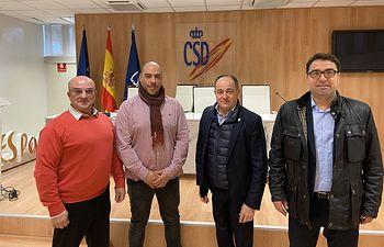 El vicealcalde de Albacete, Emilio Sáez; y el concejal de Deporte, Modesto Belinchón, se han reunido con técnicos y directivos del Consejo Superior de Deportes.
