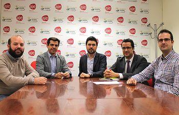 Reunión mantenida con la junta directiva de la Asociación de Jóvenes Empresarios de Albacete