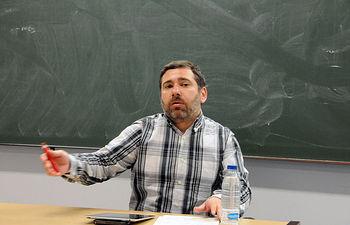 Javier Couso, durante su ponencia en el Campus de Cuenca.