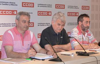 Jesús Villar, José Luis Gil y José Sánchez de los Silos en rueda de prensa