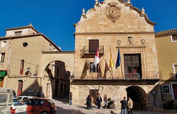 Fachada del ayuntamiento de Chinchilla en la Plaza de La Mancha de esta localidad.