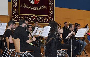 Miembros de la Asociación Musical Universitaria en plena actuación.