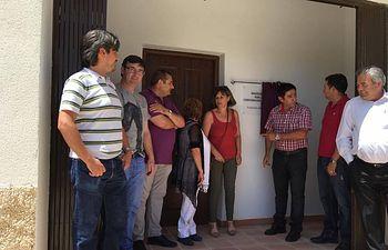Inaugurarión del Centro Cultural de Pesebre, pedanía de Peñascosa, con la corporación municipal y el Diputado provincial Juan Gil.