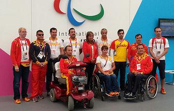 Ana Mato con los deportistas paralímpicos en Londres (foto Ministerio de Sanidad, Servicios Sociales e Igualdad)