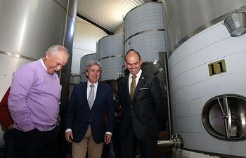 Leandro Esteban visita la Fábrica de Pellet en Los Navalucillos-2. Foto: JCCM.