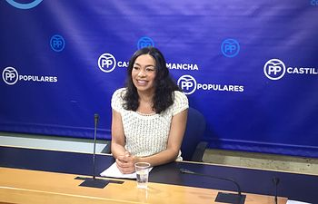 Claudia Alonso en rueda de prensa.