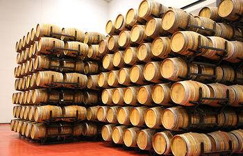 El presidente García-Page visita el Consejo Regulador del Brandy de Jerez y se reúne con varios bodegueros de la zona. Foto: JCCM.