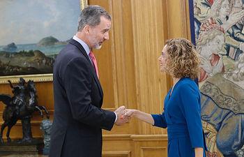 Su Majestad El Rey junta a la Presidenta del Congreso de los Diputados, MeritxEll Batet