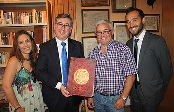 El consejero de Cultura, Marcial Marín, visitó recientemente el Centro Cervatino en el que se custodian más de 5.000 libros