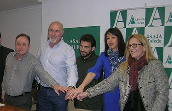 Representantes de ASAJA Toledo, y los sindicatos CCOO , USO y UGT han firmado hoy un nuevo convenio para los años 2018 y 2019