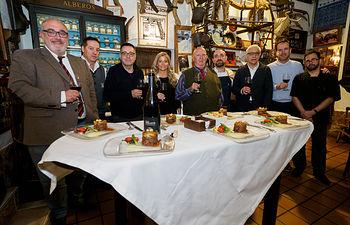 """Inauguración de la I Jornada de la Tapa Taurina organizadas por la Academia de Gastronomía de Castilla-La Mancha, en el restaurante """"El Callejón"""" de Albacete. Foto: Manuel Lozano Garcia / La Cerca"""