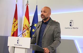 El vicepresidente segundo del Gobierno regional, José García Molina, comparece en rueda de prensa, en el Palacio de Fuensalida, para hablar de asuntos relacionados con su área de gestión. (Fotos: Ignacio López // JCCM)