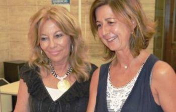 Marisa Sánchez Cerro y Nieves García, concejalas socialistas, presentando las alegaciones