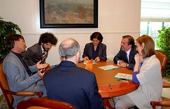 Ramos, en su encuentro con Hulot. Foto: Ministerio de Agricultura, Alimentación y Medio Ambiente