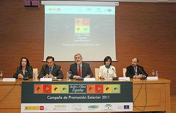 Parras en la presentación de la campaña de promoción del aceite de oliva en Jaén