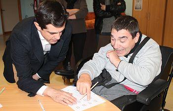 Javier Cuenca durante su visita al Centro Ocupacional de Asprona