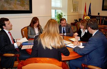 Ramos recibe a Bonig. Foto: Ministerio de Agricultura, Alimentación y Medio Ambiente