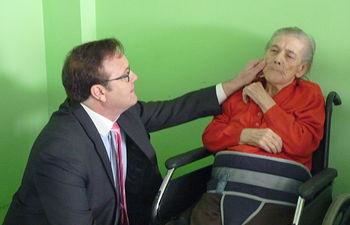 García Ferrer visita la residencia de mayores Azuer (1). Foto: JCCM.