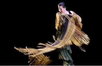 """María Pagés, bailando por alegrías en uno de los pasajes de """"Autorretrato"""". Foto: EFE."""