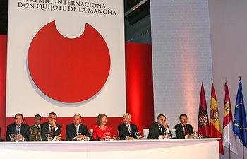 El presidente de Castilla-La Mancha, José María Barreda, en una imagen de archivo, junto a Los Reyes y el presidente del Gobierno, en la ceremonia de entrega de la primera edición del Premio Internacional Don Quijote de La Mancha que se celebró el 13 de octubre de 2008 en el Museo de Santa Cruz de Toledo.