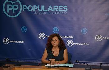 Martínez Peñarrubia durante la rueda de prensa en las Cortes regionales.