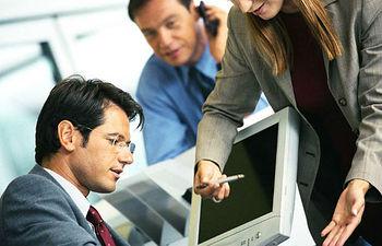 Trabajadores - Ordenador - Oficina - Ejecutivos.