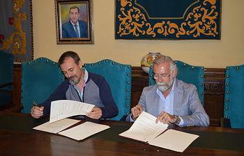 Firmó de convenio de colaboración para la elaboración de un nuevo mural cerámico con el representante de la empresa Iniciativas RFE