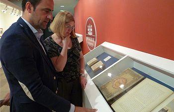 El diputado Fermín Gómez inaugura la exposición Don Quijote: Libros y grabados, que permanecerá del 8 al 30 de junio en el Centro Cultural CCM