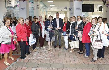 El alcalde acompaña a la Asociación de Mujeres, Usuarios y Consumidores (APACCU) en su tradicional encuentro ferial