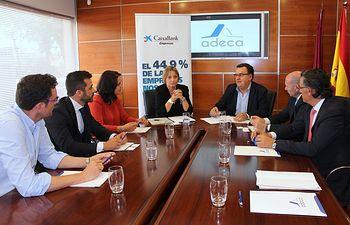 ADECA y CaixaBank unen fuerzas para ofrecer unas condiciones financieras preferentes a los empresarios de Campollano.