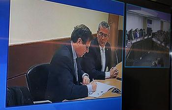 El rector firmó en Albacete acompañado por el vicerrector de Transferencia y Relaciones con Empresas.