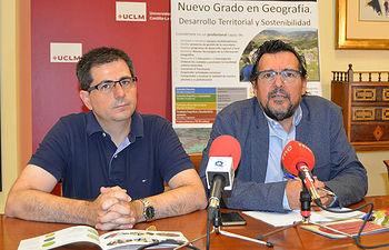 Ángel Raúl Ruiz Pulpón (i) y Matías Barchino (d). © Gabinete de Comunicación UCLM